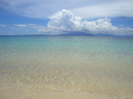 Nuvole su Lautoka (Viti Levu) viste da Navini Island