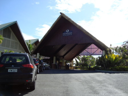 Ingresso dell' Outrigger Hotel, Coral Coast