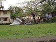 Il ciclone Mick distrugge una struttura di lamiera