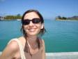 Anna su una barchetta nella laguna di Maolo Lailai