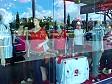 Una vetrina di un negozio di abbigliamento a Lautoka