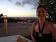Anna davanti al tramonto al ristorante