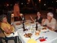Anna e i suoi genitori al ristorante del First Landing