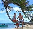 Anna ed Ivan su una palma sulle Yasawa