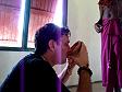 Ivan beve la kava durante un Sevusevu nelle Yasawa