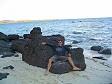 Ivan su una roccia vulcanica sule Yasawa