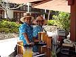 Camerieri al Warwick sulla Coral Coast