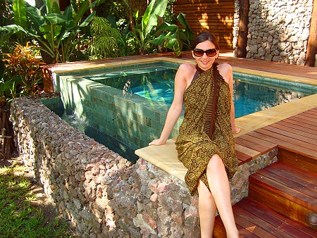 Anna davanti ad una Sunset Pool Villa a tokoriki Island Resort